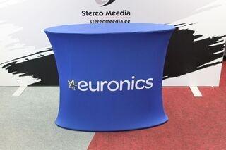 Euronicsi logoga reklaamlaud